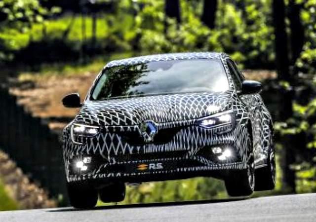 El próximo Renault Mégane RS caldea el ambiente con sus cuatro ruedas directrices y sus dos opciones de chasis