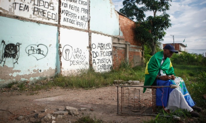 brasil-hombre-sentado.jpg