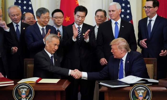 Trump seguirá gravando 360.000 millones de dólares en productos chinos