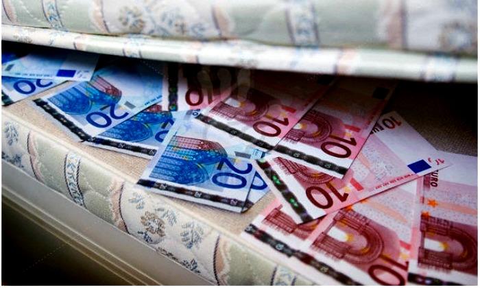 euros-colchon-debajo-700.jpg