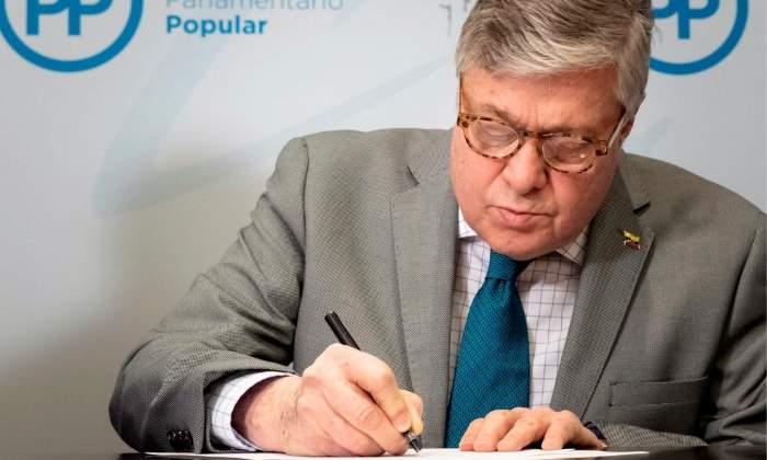efe87436ee0 El PP ficha al padre del opositor venezonalo Leopoldo López para su lista a  las …