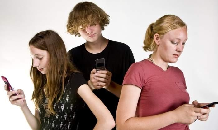adolescentes-movil-dreams.jpg