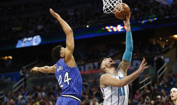 willy-hernangomez-hornets-magic-reuters.jpg