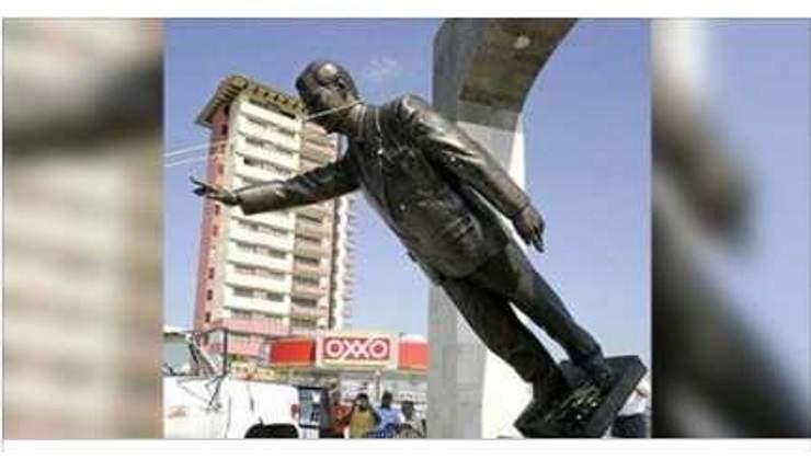 Ciudadana encara a Vicente Fox,