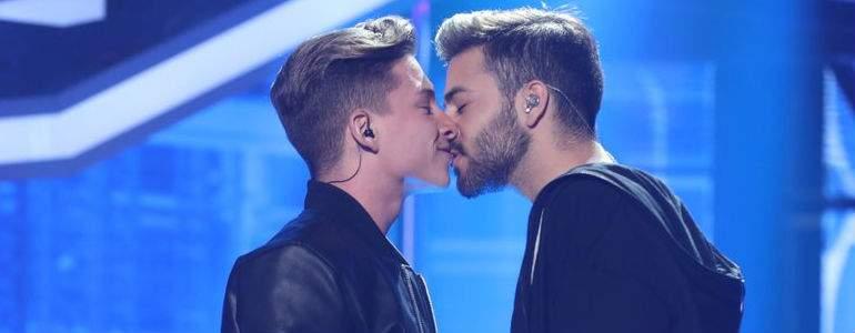 El esperado beso de Ragoney bendecido por Mónica Naranjo: Aquí hay química