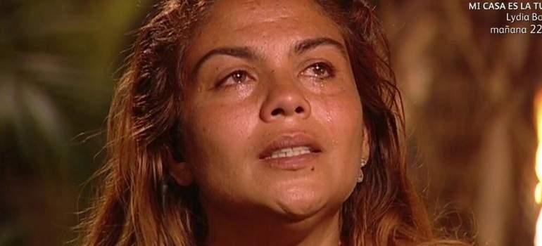 Supervivientes expulsa a Saray Montoya por tirar del pelo y pisotear a Romina