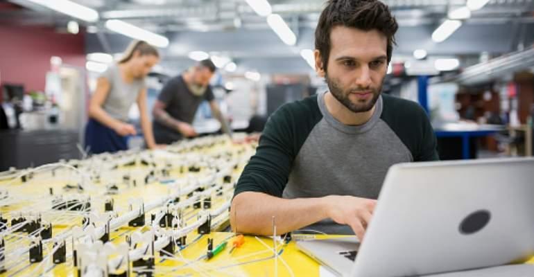 ingeniero-ordenador-electronica-profesion-trabajo.jpg