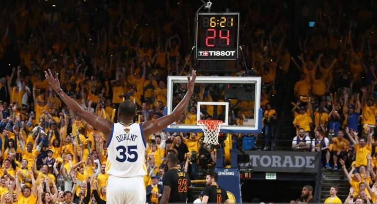 Stephen Curry reventó a LeBron James en arranque de los playoffs — NBA