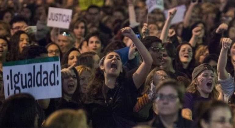 mujer-protesta-igualdad-feminismo.jpg