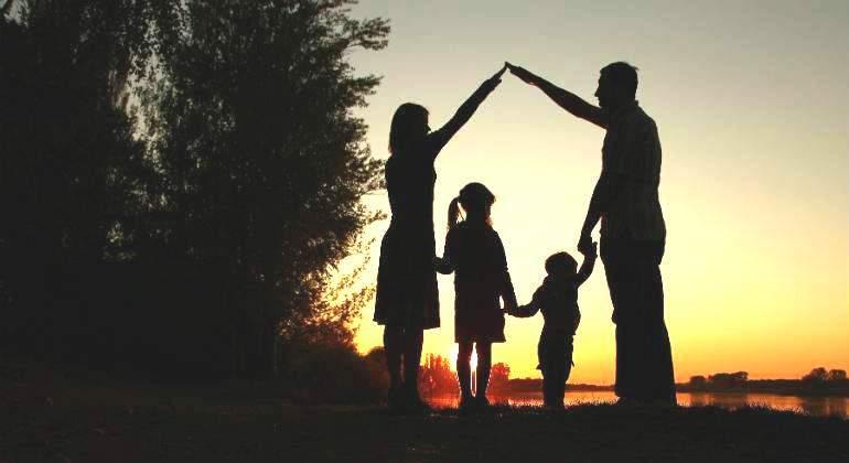 familia-sombra-dreamstime.jpg