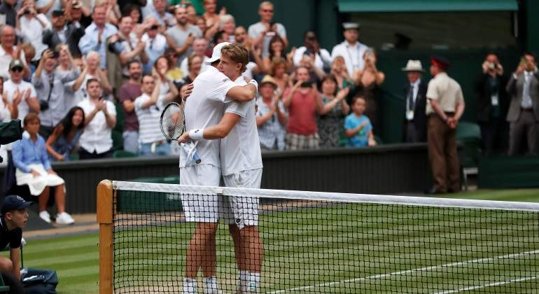 anderson-isner-abrazo-wimbledon2018-reuters.jpg