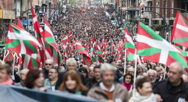 pais-vasco-banderas-manifestacion.jpg