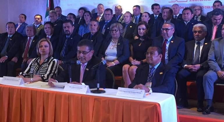 El SNTE se quedó con 435 millones de pesos que Peña Nieto le