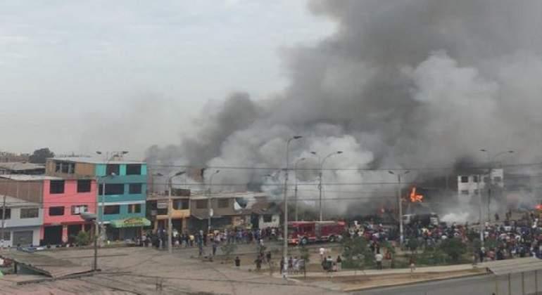 Explosión de camión de gas deja un muerto y 50 heridos en Villa el Salvador