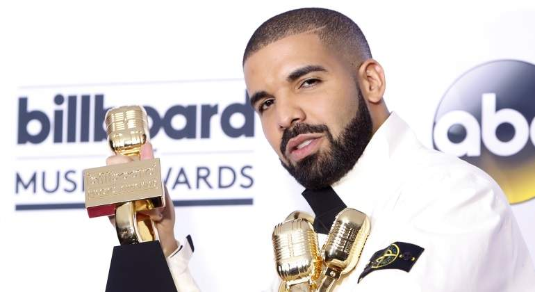 Drake expulsa de su concierto a un hombre que manoseaba a un grupo de mujeres