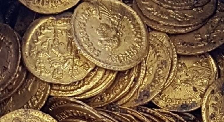 ITALIA: Descubren monedas de oro de la época romana en un teatro en Italia