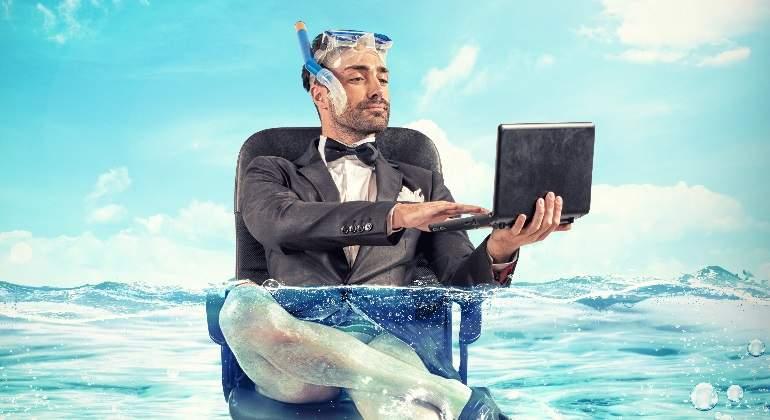 ejecutivo-vacaciones-buceo-dreamstime.jpg