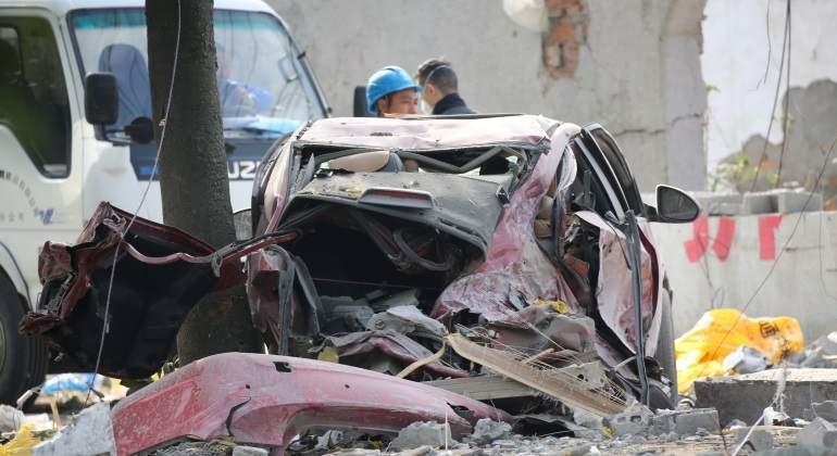 Buscan a dos desaparecidos en explosión de fábrica china