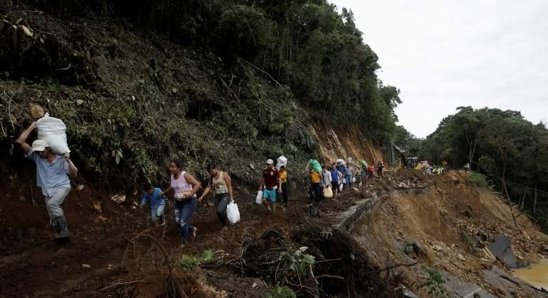 huracan-nate-personas-caminando-desastre-natural-costa-rica-770x420-reuters.jpg