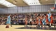 Nios de LAlqueria del Basket en un partido de baloncesto