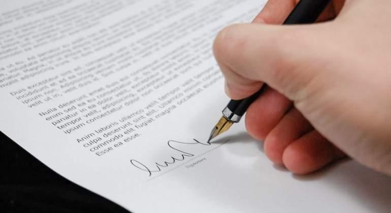 Firma-en-un-documento