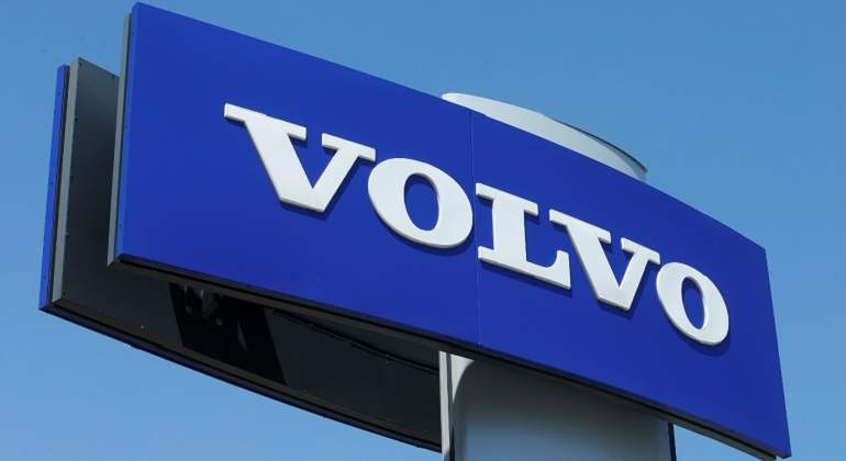 Volvo recibe multa por vender autos sin norma ambiental