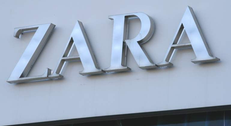 ZARA-cartel-gris.jpg