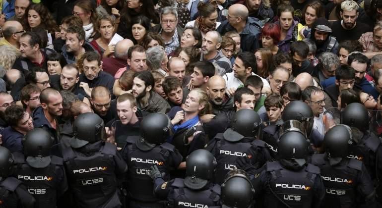 policia-manifestacion-cataluna-1octubre-efe.jpg