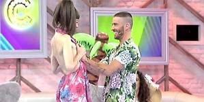 Pelayo toca las tetas a Natalia Ferviú