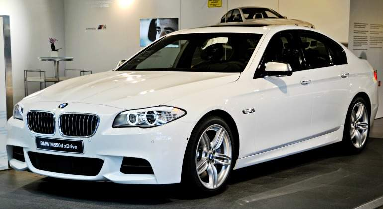 BMW-M550d-xDrive-770-wikipedia.jpg
