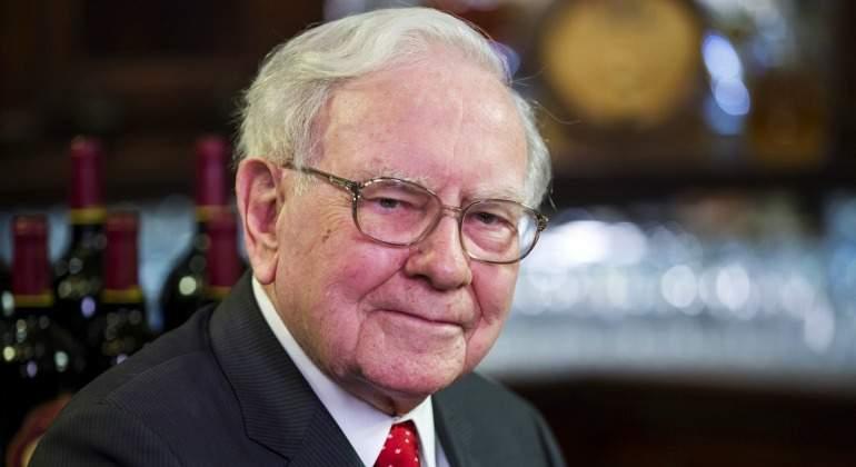 Warren Buffett abandona el mundo de la prensa y vende todos sus periódicos
