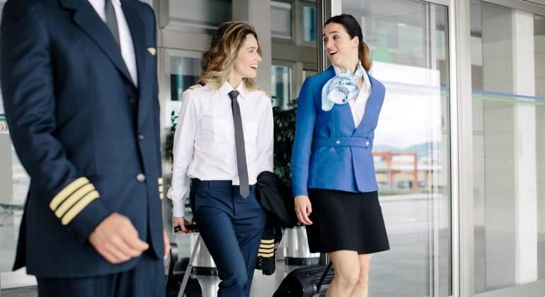 piloto-azafata-vuelo-sobrecargo-aeropuerto-aerolinea-getty.jpg