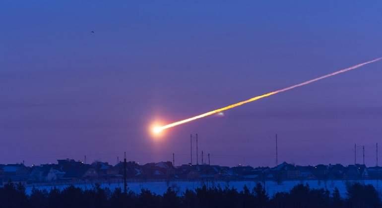 Escucha un ruido raro ¡y se encuentra un meteorito!