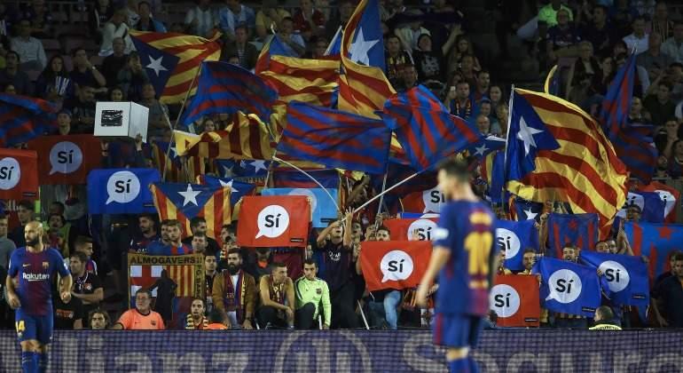 Esteladas-banderas-referendum-2017-Barcelona-CampNou-efe.jpg