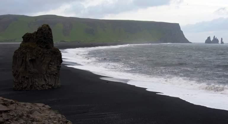 playa-islandia-negra.jpg