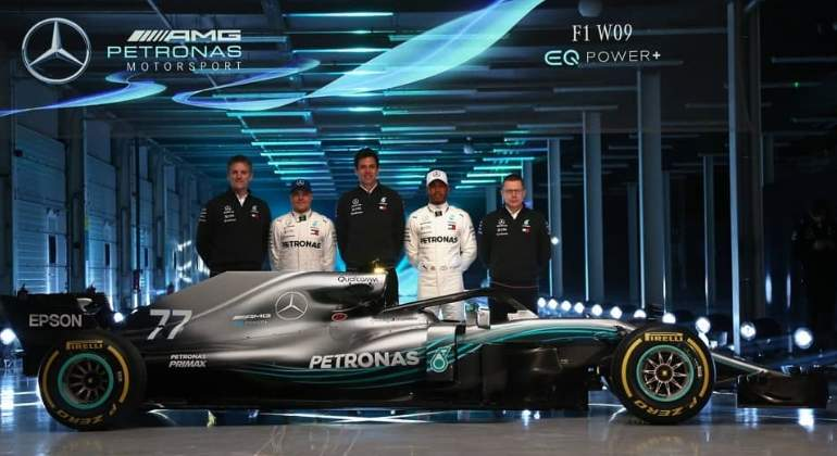 Mercedes-W09-2018-02.jpg