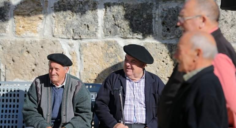 pensionistas-boina.jpg