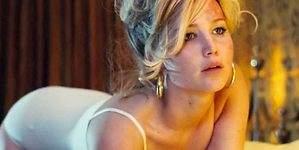 Jennifer Lawrence, borracha, sin blusa y a cuatro patas