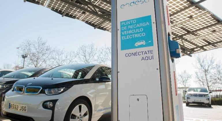 endesa-punto-carga-coche-electrico.jpg