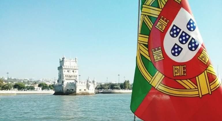 portugal-bandera-torre-belem.jpg