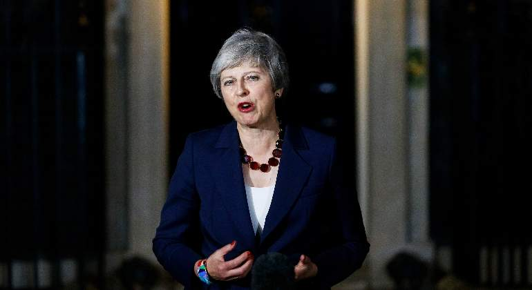 Theresa-May-14nov18-reuters.jpg