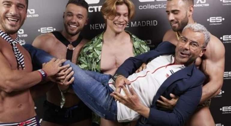 Samanta Villar Se Pasea Desnuda Por Barcelona En Su último Reto En