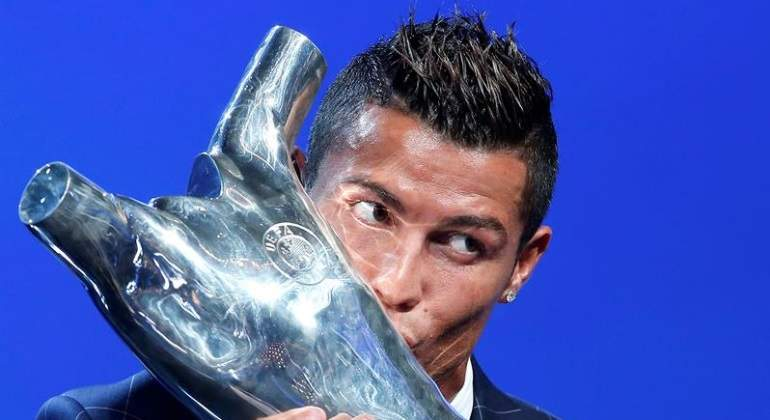 cristiano-uefa-award-efe.jpg