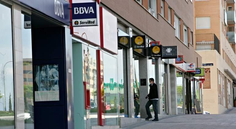 bancos-fachadas-bbva-caixabank-770.jpg
