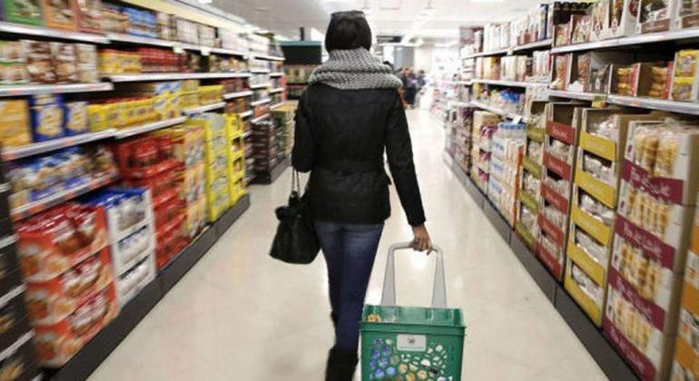 Los supermercados europeos caen a mínimos históricos ante el acoso bajista