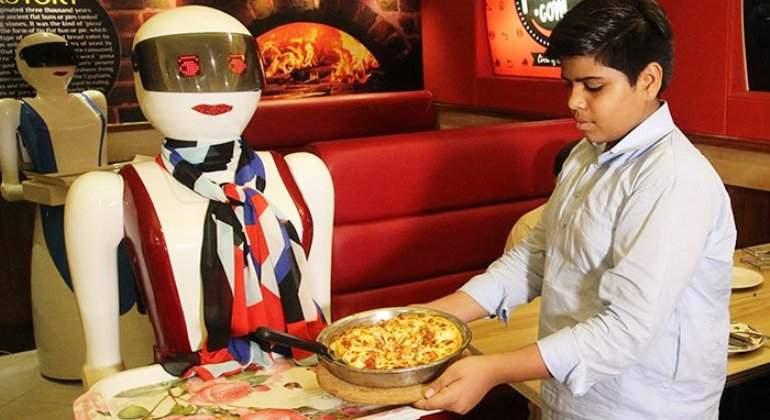 camarera-robot-pizzacom-afp.jpg