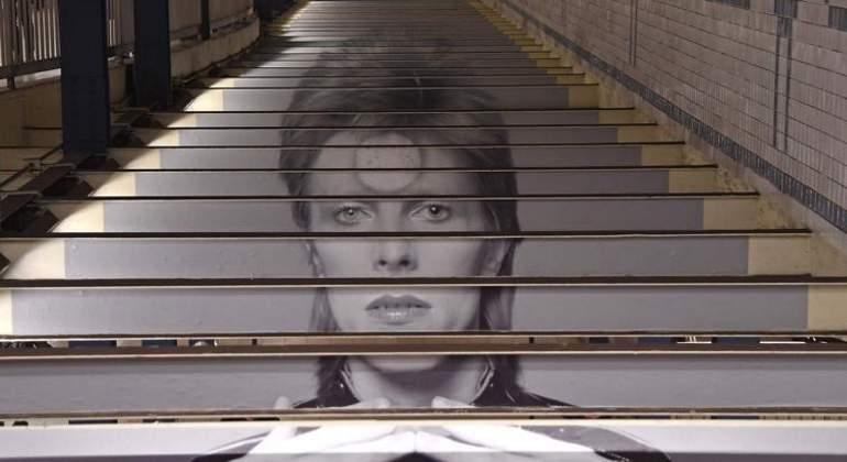 Homenaje a David Bowie en el metro de Nueva York