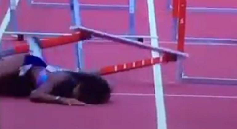 La terrible caída de la vallista Jasmin Stowers de boca contra el suelo en los 100 vallas de la Diamond League de Londres