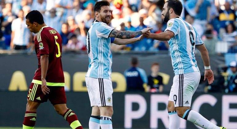 Lionel-Messi-con-Gonzalo-Higuain-Reuters.jpg