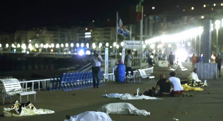 /imag/_v0/770x420/1/d/6/Niza-atentado-14julio2016-Reuters13.jpg -